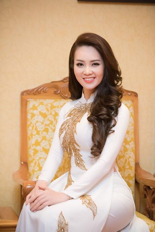 Ngoài công việc ở Đài, cô còn rất đắt show MC ở miền Bắc khi thường xuyên được mời dẫn dắt các đêm nhạc lớn hoặc các sự kiện khách hàng.