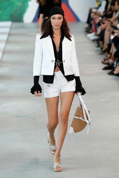 Bella Hadid trình diễn cho Michael Kors tại tuần lễ thời trang New York
