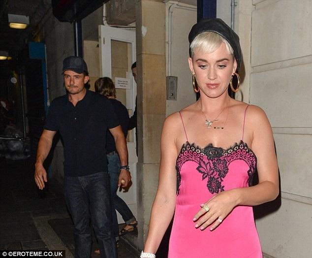 Katy Perry, 33 tuổi và Orlando Bloom, 41 tuổi, đều đã từng kết hôn.