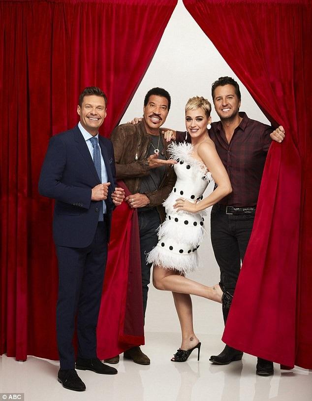 Hiện, Katy Perry đang làm giám khảo cho chương trình American Idol.