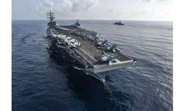 Tàu sân bay USS Ronald Reagan của Mỹ tập trận chung với các tàu Nhật Bản trên Biển Đông hồi tháng 8. (Ảnh: US Navy)