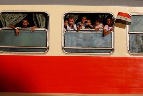Trẻ em trong một toa tàu tại nhà ga ở thủ đô Damascus - Syria hôm 7-9. Ảnh: REUTERS