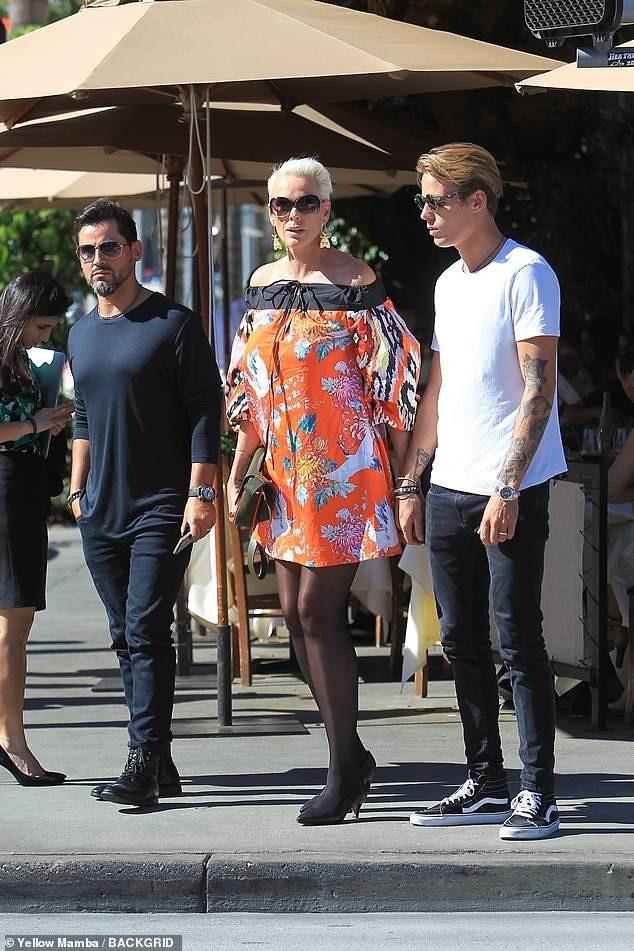 Người mẫu U60 Brigitte Nielsen ra phố cùng chồng Mattia Dessi, 39 tuổi (trái) và con trai Douglas, 25 tuổi ngày 3/10 vừa qua