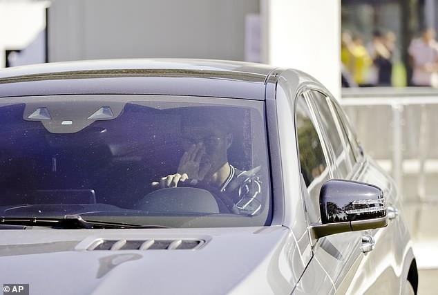 CR7 lái xe đến khu tập luyện của Juventus vào sáng thứ Năm