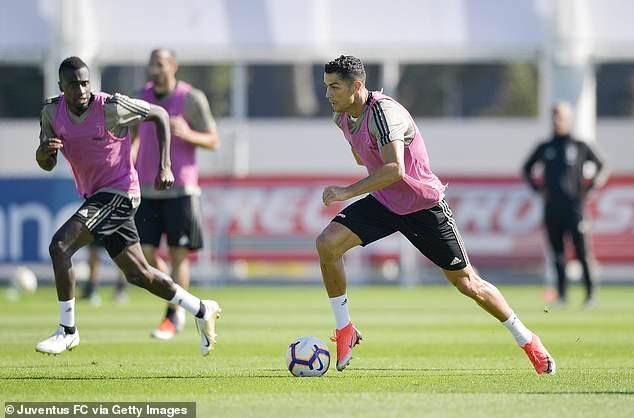 Ronaldo đã trở lại sân tập vào thứ năm để chuẩn bị cho trận đấu cuối tuần ở Serie A cùng Juventus