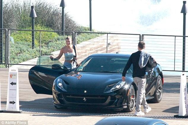 Cặp đôi hẹn hò từ tháng 5 năm ngoái cùng lên siêu xe của Scott ra về sau bữa trưa