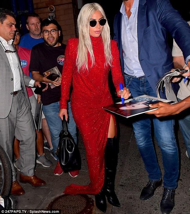 Ca sỹ từng giành giải Grammy nói thêm: Tôi có sự thôi thúc từ bên trong để nhận vai diễn này. Tôi và vai diễn có cùng cảm xúc. Đó có lẽ là những gì đã giúp Gaga trở thành một biểu tượng cho tính sáng tạo và nghệ thuật. Lady Gaga đã học và nỗ lực rất nhiều để trở thành một nghệ sĩ đích thực chứ không chỉ là một ngôi sao giải trí.