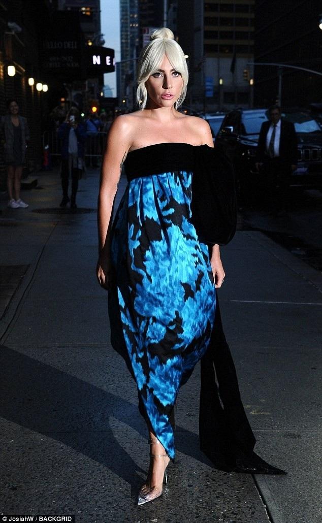 Lady Gaga xuất hiện tại New York, Mỹ, ngày 4/10 để tham gia ghi hình và trả lời phỏng vấn của Stephen Colbert.