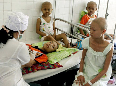 Bộ Y tế đã cấp visa lưu hành cho một số loại thuốc điều trị ung thư nhưng giá cả vẫn là một bài toán đối với bệnh nhân Việt Nam (Ảnh minh họa)