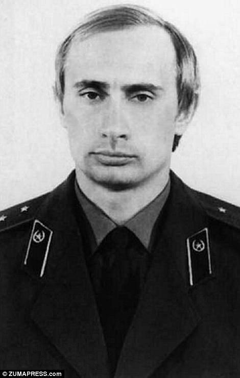 Ảnh chụp ông Putin vào những năm 1980 khi ông đã trở thành mật vụ KGB (Ảnh: ZUMA PRESS)