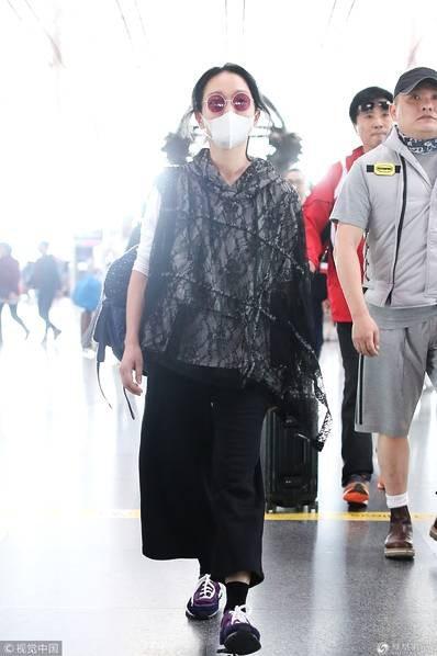 Châu Tấn xuất hiện giản dị và cô đơn tại Bắc Kinh, Trung Quốc, ngày 4/10.