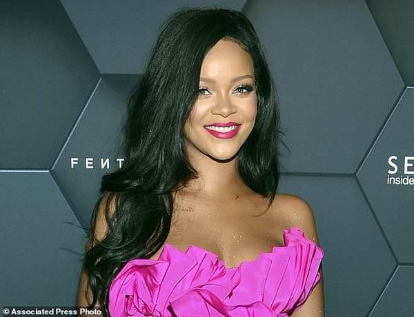Ca sĩ Rihanna bị trộm đột nhập nhà riêng khi cô đang có chuyến lưu diễn