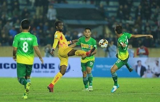 Nam Định và Cần Thơ đã hòa nhau 0-0 ở trận lượt đi