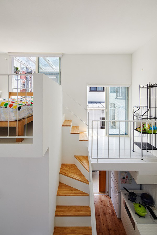 Phòng bếp nhỏ xinh nằm một góc phía trong ngôi nhà.