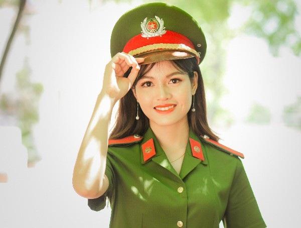 """""""Bông hồng thép"""" Lê Thị Thùy Linh là thủ khoa kép của HV Cảnh sát"""