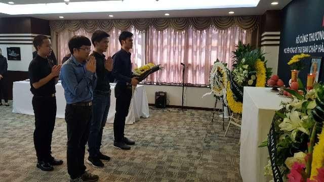 Các đoàn đến viếng nguyên Tổng Bí thư Đỗ Mười tại Tổng lãnh sự quán Việt Nam tại Thượng Hải