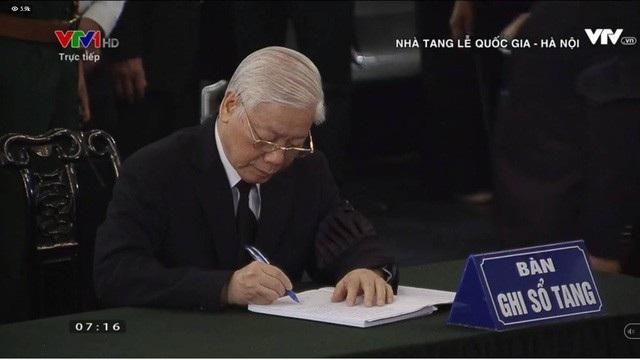 Tổng Bí thư Nguyễn Phú Trọng gửi lời chia buồn trong sổ tang.
