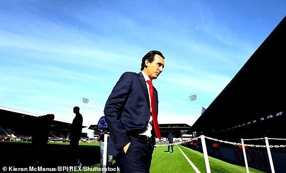 Huấn luyện viên Unai Emery lần đầu tiên tới Craven Cottage