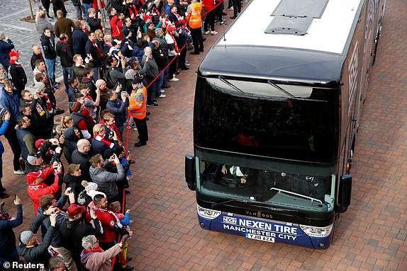 Tuy nhiên, các nhân viên an ninh đã làm việc tốt và Man City tới Anfield an toàn