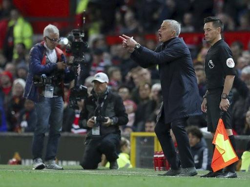 HLV Mourinho sung sướng tột độ sau chiến thắng của MU