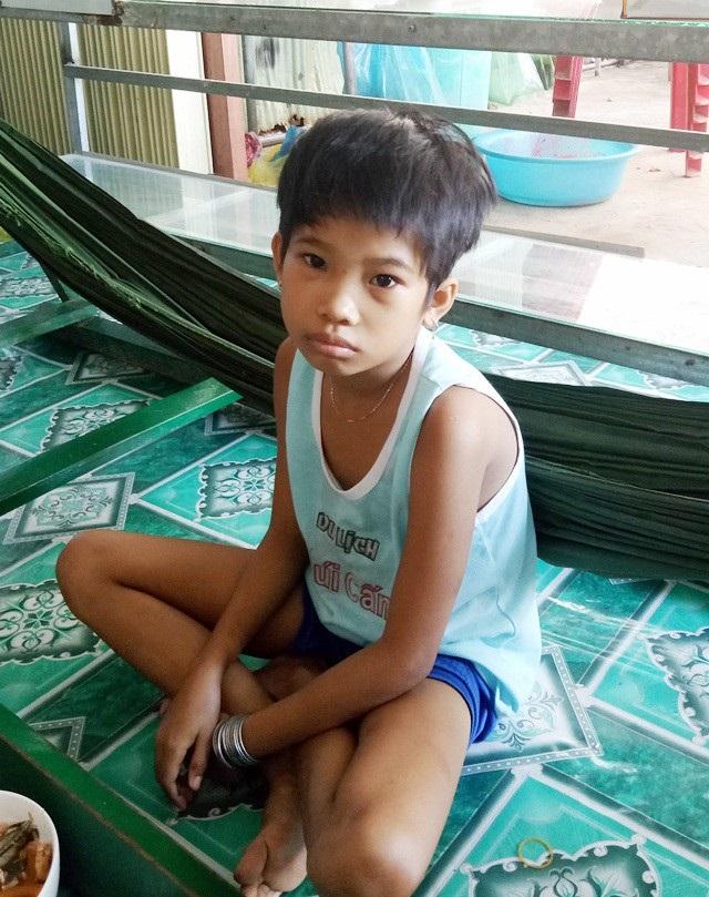 Bị bệnh hiểm nghèo, sức khỏe yếu, cháu Yến Duy không được đến trường như bao đứa trẻ khác, thật sự là một sự bất hạnh quá lớn đối với cháu bé này.
