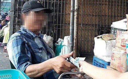 Có nghi vấn bảo kê tại chợ Long Biên. (Ảnh: VTCNews)
