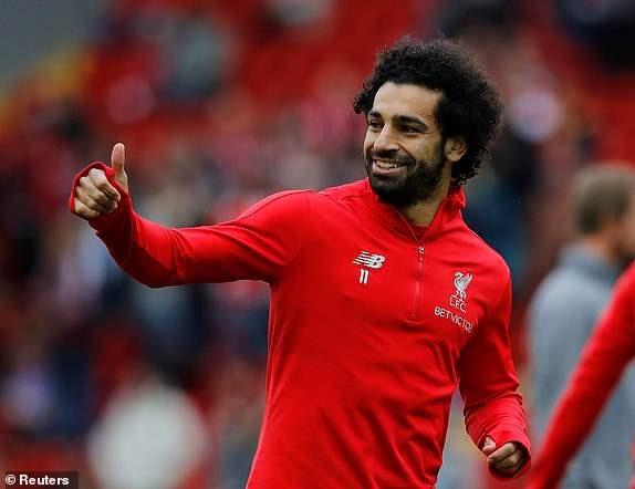 Nụ cười tươi của Salah khi cùng các đồng đội khởi động