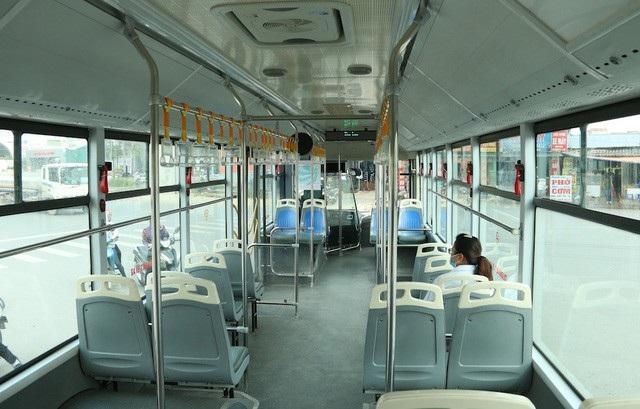 Nhiều thời điểm trong ngày, xe buýt nhà BRT vắng khách