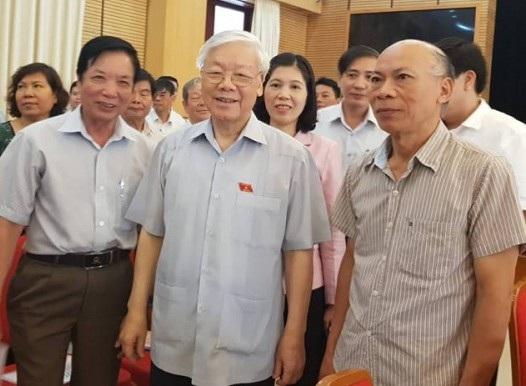 Tổng Bí thư Nguyễn Phú Trọng tham gia hội nghị tiếp xúc cử tri trước kỳ họp Quốc hội tại quận Hoàn Kiếm sáng 8/10