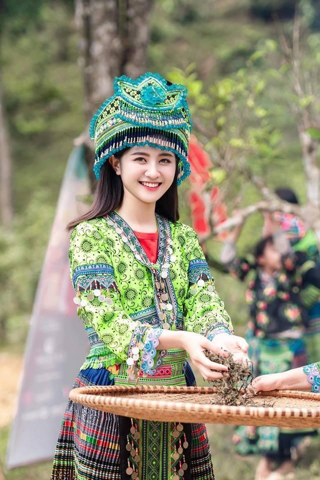Trước đó, Trần Thu Trang (SN 2000, tại Yên Bái) được chú ý nhờ những bức ảnh chụp khi cô đang tham gia chương trình truyền hình về trải nghiệm cuộc sống hàng ngày của các dân tộc miền núi phía Bắc.
