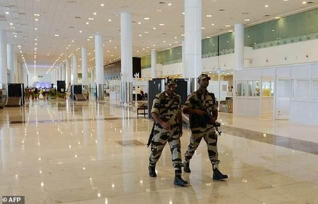 Lực lương an ninh tại các sân bay ở Ấn Độ sẽ không được phép cười tươi, thân thiện quá mức với hành khách