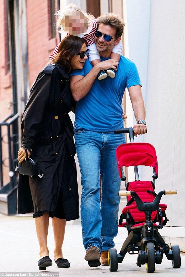 Bé gái là kết quả tình yêu giữa Irina và bạn trai - nam diễn viên Bradley Cooper