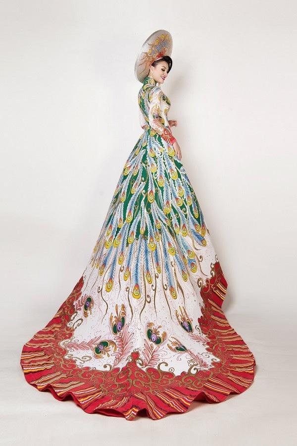 Nữ Hoàng Trần Huyền Nhung và Nam Vương Quốc tế diện quốc phục nặng ký sánh bước bên nhau. - 5