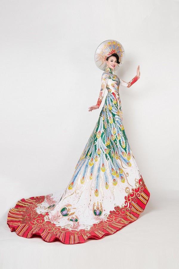Nữ Hoàng Trần Huyền Nhung và Nam Vương Quốc tế diện quốc phục nặng ký sánh bước bên nhau. - 8