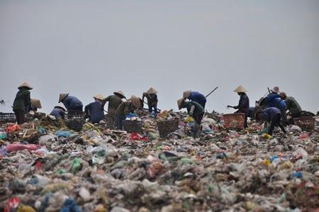 Người dân khu vực bãi rác Khánh Sơn đã sống chung với ô nhiễm môi trường 28 năm
