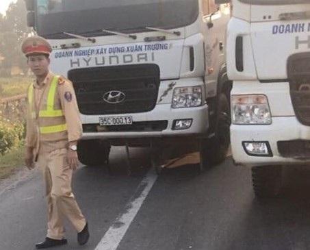 Đoàn xe hơn chục chiếc có dấu hiệu vi phạm giao thông bị lực lượng CSGT dừng để kiểm tra (ảnh CTV)