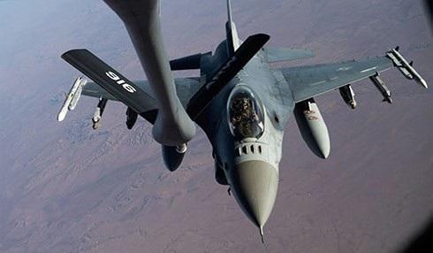 Máy bay F-16 của Mỹ trên bầu trời Syria tháng 12/2017. Ảnh: USAF