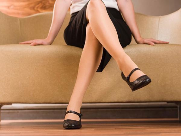 Mẹ bầu không nên ngồi vắt chân vì ảnh hưởng không tốt đến sức khỏe
