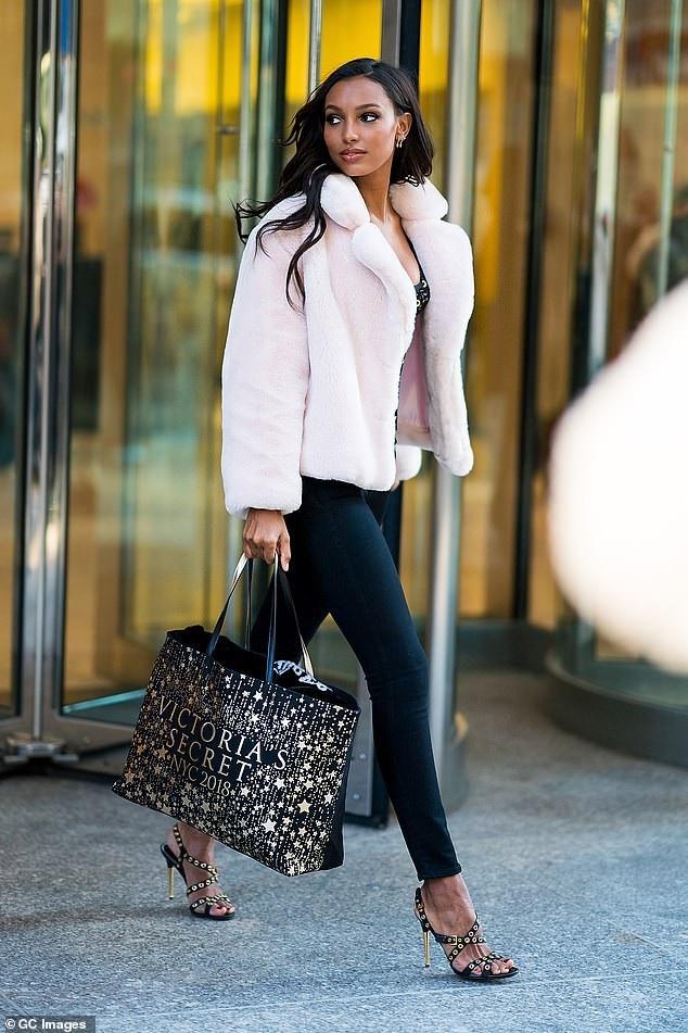 Jasmine Tookes 27 tuổi, cao 1,73m