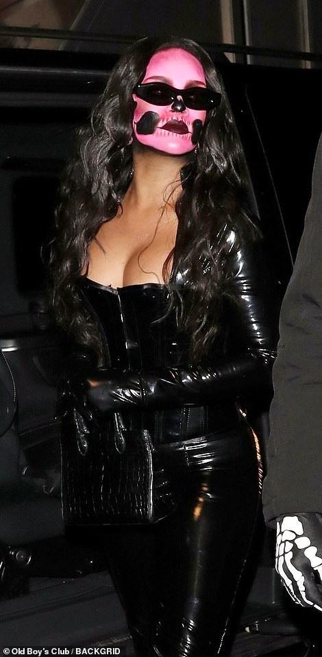 Ca sỹ da màu khoe vòng một đầy đặn. Gần đây Rihanna tăng cân và trông quyến rũ hơn nhiều