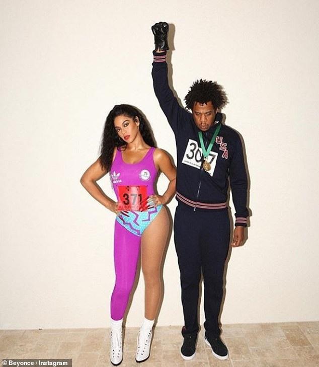 Chồng cô Jay-Z thì hóa trang thành Tommie Smith