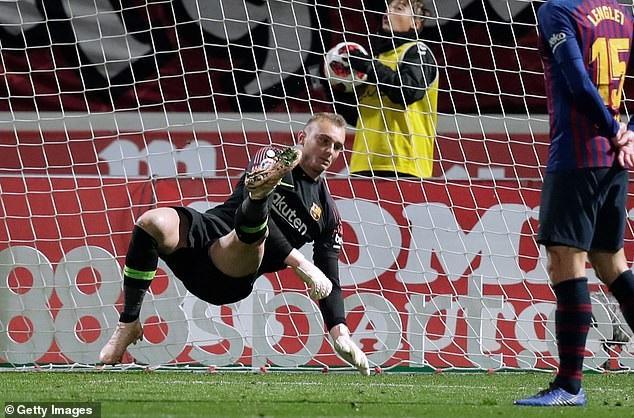 Thủ thành Jasper Cillessen chơi tốt khi có nhiều pha cản phá ấn tượng cho Barcelona