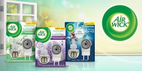 Tinh dầu cắm điện Air Wick rất dễ dàng sử dụng và khuyếch tán hương thơm nhẹ nhàng, giúp không gian gia đình luôn tươi mát