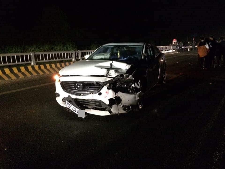 Hà Nội: Ô tô Mazda đấu đầu xe máy, 1 người tử vong - Ảnh 1.