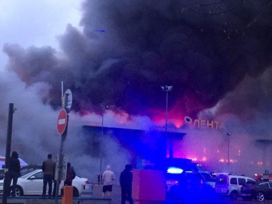 Hai trực thăng cũng được điều động từ sân bay Pulkovo tại St. Petersburh để tham gia dập tắt đám cháy.