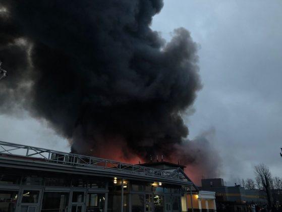 Các nguồn tin cho biết không có thương vong về người trong vụ tai nạn và ngọn lửa cũng không gây ảnh hưởng tới các tòa nhà gần đó.