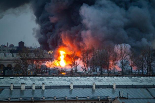 Mái của trung tâm thương mại được cho là đã sập xuống khu vực rộng khoảng 3.800m2.
