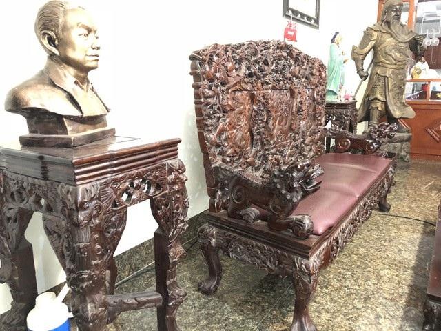 Bộ ghế thập thất long được chạm trổ rất tỉ mỉ