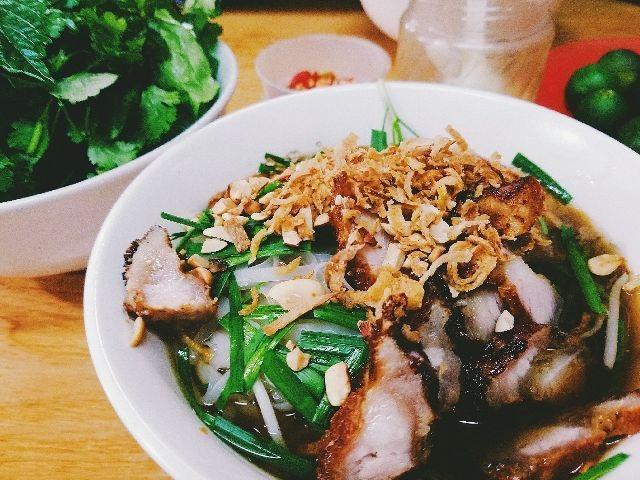 Vị đầu bếp tài ba và cực kỳ khó tính Gordon Ramsay của Master Chef (Mỹ) từng đến Việt Nam ghi hình cho một chương trình ẩm thực thực tế của Mỹ. Nhân dịp này ông đã có dịp nếm thử món hủ tiếu nổi tiếng của Việt Nam và nhận xét là: Nó thật thú vị, thật ngon và đây là hương vị lần đầu tiên ông được nếm.