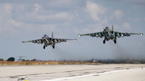Máy bay Nga cất cánh làm nhiệm vụ không kích tại Syria